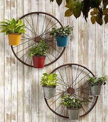 31. Com muita criatividade e imaginação é possível criar lindos enfeites para jardim. Fonte: Pinterest