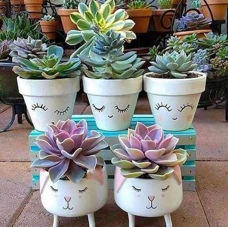32. Vasos divertidos com suculentas formam lindos enfeites para jardim de inverno. Fonte: Pinterest