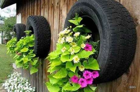 78. Enfeites para jardim feitos com pneus. Fonte: Pinterest