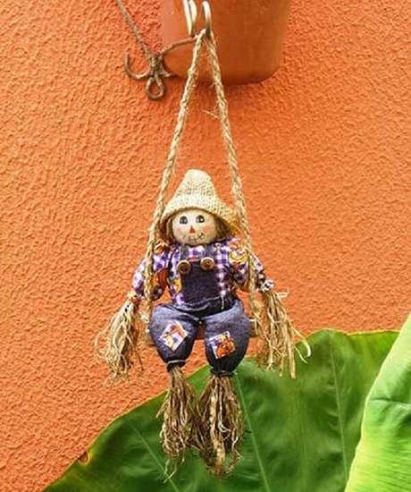 49. O espantalho pode compor lindos enfeites para jardim. Fonte: Pinterest