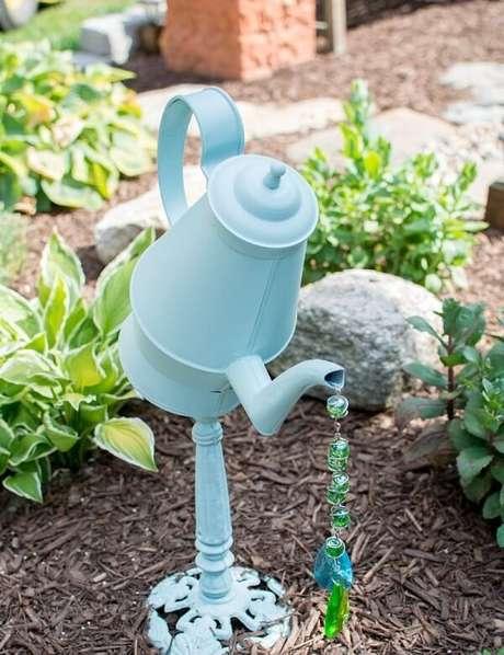 50. Com muita imaginação é possível criar enfeites para jardim ousados. Fonte: Pinterest