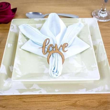 29. Guardanapo de tecido branco com anel love – Por: MDecore