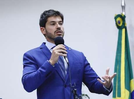 Deputado Junior Bozzella atacou Eduardo Bolsonaro