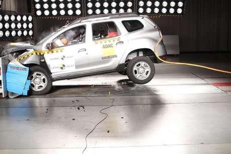 A proteção para o tórax foi classificada como marginal para o motorista e adequada para o passageiro.