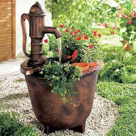 57. Enfeites para jardim que seguem o estilo rústico. Fonte: Pinterest