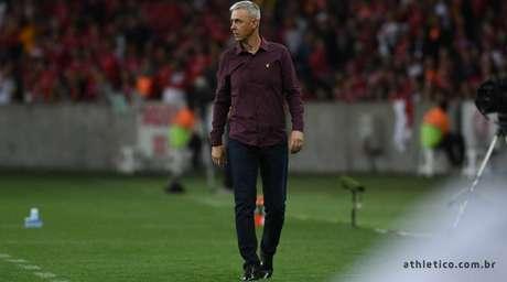Treinador tem contrato até dezembro com o Furacão (Foto: Bruno Baggio/Athletico-PR)