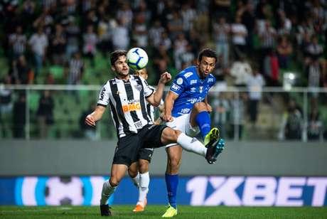 Raposa e Galo lutam para ficar longe da zona de rebaixamento do Brasileiro. A dupla faz campanha decepcionante em 2019- (Foto: Bruno Haddad/Cruzeiro)