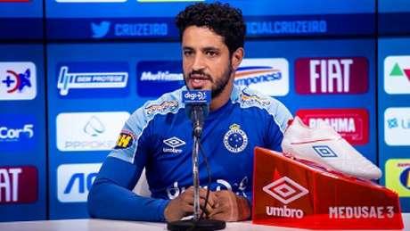 Léo não joga desde o dia 14 de setembro, quando encarou o Palmeiras. O defensor teve uma lesão na clavícula que o tirou do time- (Alisson Guimarães/Cruzeiro)