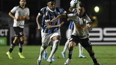 Raul voltou ao meio-campo, mas não correspondeu (Foto: Celso Pupo/Fotoarena/Lancepress!)