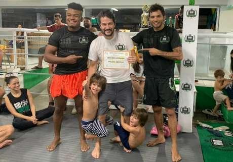 Marcelo Serrado foi graduado pelo ex-UFC Miltinho Vieira (Foto: arquivo pessoal)