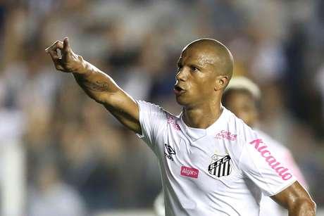 Carlos Sánchez marcou o gol da vitória santista.