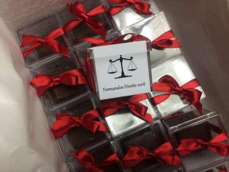 14. Lembrancinhas de formatura de direito com doces dentro – Por: Elo7