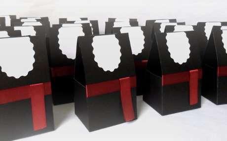 37. Lembrancinhas de formatura com caixinha personalizada – Por: Luna Moda Festa