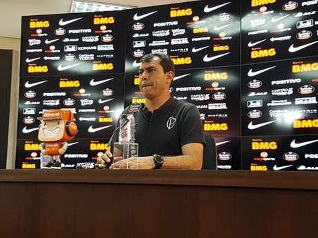 Fábio Carille não dava uma entrevista no CT desde 28 de junho (Foto: Tiago Salazar)