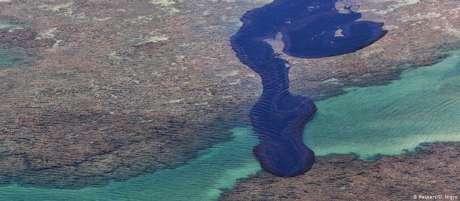 Mancha de óleo na praia de Peroba, Alagoas
