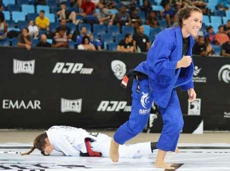 Luiza Monteiro finalizou três das quatro lutas que fez no evento (Foto: Ane Nunes/AJP)