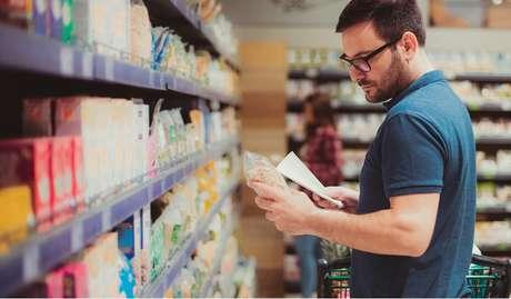 A discussão está em consulta pública para saber a opinião dos consumidores; essa fase vai até 6 de novembro, quando a Anvisa receberá as informações antes de decidir as mudanças