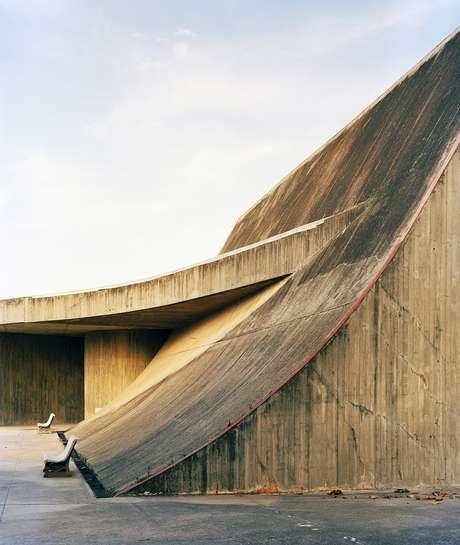 Swoop (Mergulho), Universidade de Mentouri, Constantine; 'Essa foi a primeira obra de Niemeyer que vi na Argélia. Fiquei estupefato. Eram tantas formas esculturais, aquilo parecia mais um parque de esculturas do que um campus universitário'