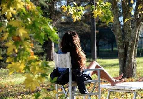 Turista em um hotel rural de Siena: a Toscana é líder em agriturismo na Itália