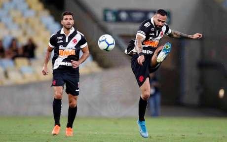 Henríquez e Leandro Castan fizeram partida sólida no miolo de zaga cruz-maltino (Foto: Rafael Ribeiro/Vasco)