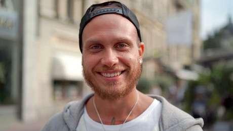Andreas Kensen diz que o jantelagen é contextual: você pode mostrar em suas redes sociais que está viajando, mas não fala disso para um estranho