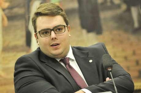 Felipe Francischini apresentou notas no valor total de R$ 80mil em nome de advogado 'que atua para a família'