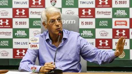 Celso Barros foi o principal responsável pela demissão de Fernando Diniz (Foto: Lucas Merçon/Fluminense)