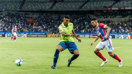 O time celeste reclamou muito dos de um pênalti não marcado e da expulsão do lateral-direito Orejuela-(Fabio Barros/Agencia F8/Lancepress!)