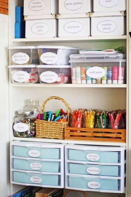 18. Organize sua casa com os gaveteiros organizadores etiquetados – Por: Olabelhe