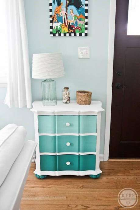 21. Sala de estar com gaveteiro colorido – Por: 4 Style Interiores