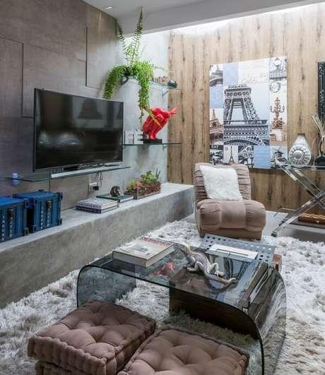 43. Poltronas para sala de tv em tom neutro se mistura na decoração do ambiente. Fonte: Gazeta do Povo