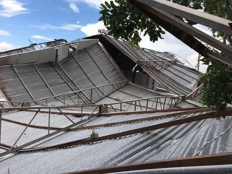 O vendaval arrancou a cobertura do ginásio poliesportivo em Adamantina