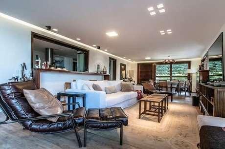 5. Poltronas confortáveis para sala de tv. Fonte: Essência Móveis de Design