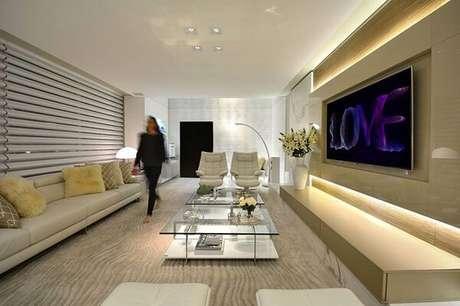 41. Poltronas para sala de tv super aconchegante. Fonte: Casa Cor