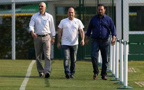 Maurício Galiotte, Cícero Souza e Alexandre Mattos durante treino do Palmeiras (Foto: Cesar Greco)