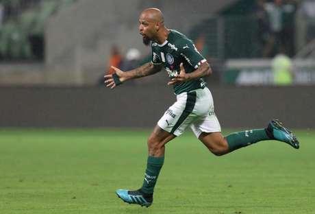 Felipe Melo foi punido por cinco jogos pelo STJD, e o Palmeiras recorreu (Foto: Marco Galvão/Fotoarena)