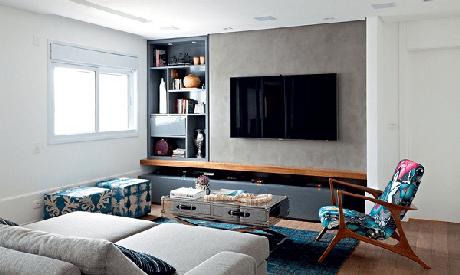 38. Poltronas para sala de tv com tecido estampado se destacam no espaço. Fonte: Pinterest