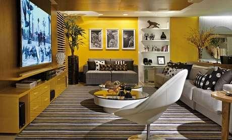 35. Poltronas para sala de tv giratória em tom branco. Fonte: Pinterest