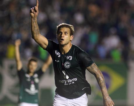 Rafael Moura vive uma boa fase no Goiás (Foto: Reprodução/Twitter)