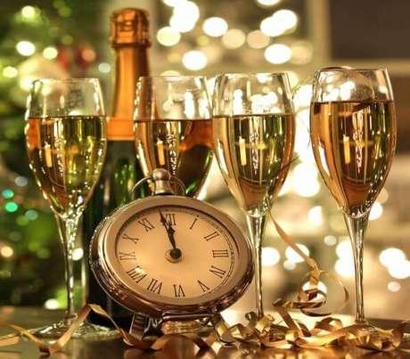 7. Ceia de ano novo com muito champagne – Por: Pinterest