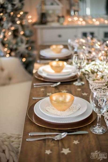 12. Decoração de ceia de ano novo com detalhes dourados e lindos – Por: Casa e Festa