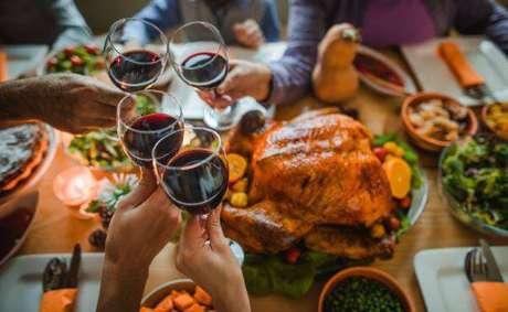 22. Ceia de ano novo com vinho para todos os detalhes – Por: Receitaria