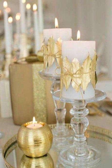 29. Ceia de ano novo dourada com velas – Por: Casa e Festa
