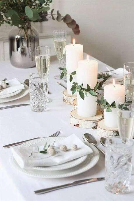 21. Detalhes da decoração para ceia de ano novo com velas e plantas – Por: Pinterest