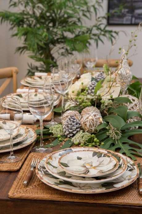 49. Invista na decoração de ceia de ano novo com plantas e detalhes lindos! – Por: Cecilia Dale