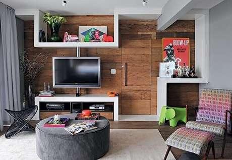 48. Poltronas para sala de tv com tecido colorido. Fonte: Muito Chique