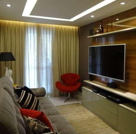 15. Invista em poltronas para sala de tv com tons chamativos. Projeto por Verônica Torres Gomes