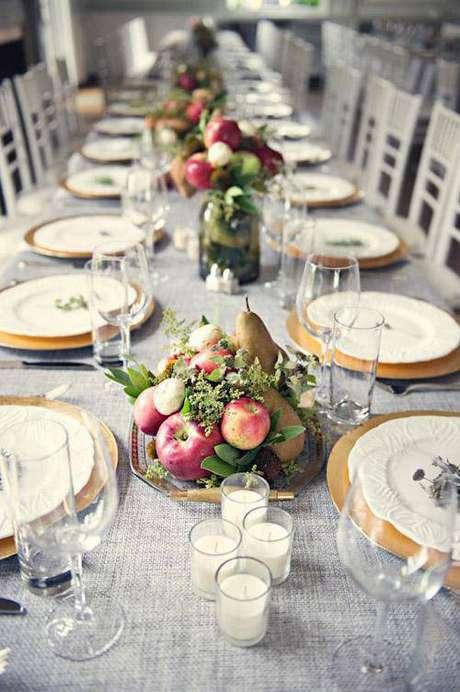 4. Mesa de ano novo com frutas no centro – Por: Gazeta do Povo