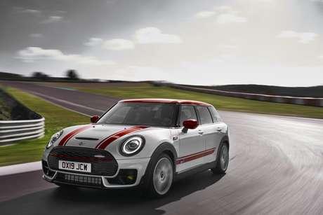 Com motor 2.0 turbo de 306 cv, o modelo é o mais rápido de toda a gama Mini.