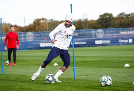 Neymar volta a treinar com bola nesta terça-feira (Foto: Reprodução/Twitter)